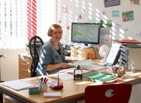 Foto-Frau-Ludewigsen-Schulsekretärin